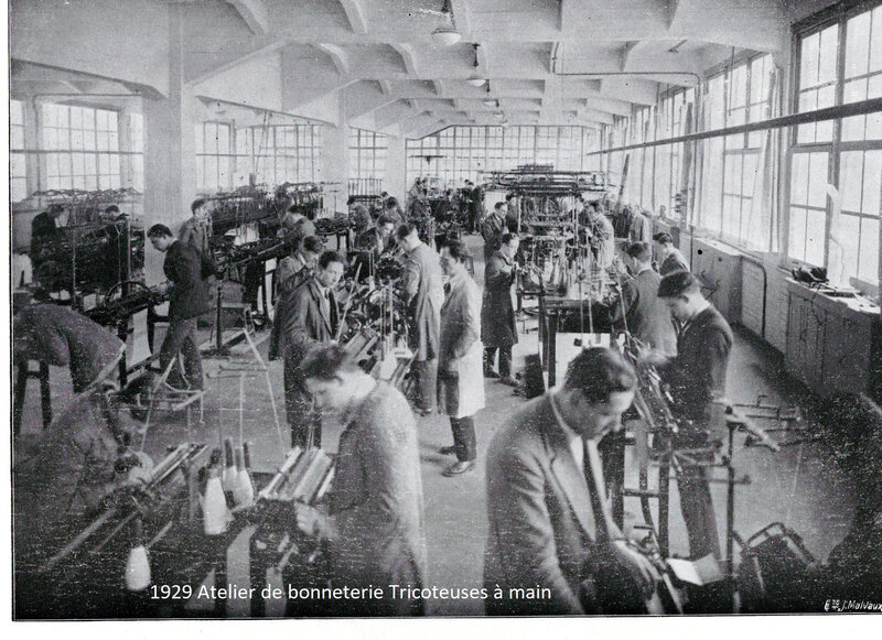 1929 Atelier de bonneterie tricoteuses à main