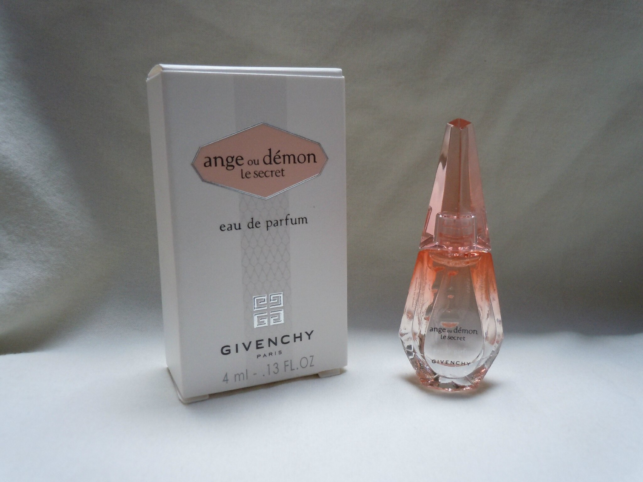 GIVENCHY-ANGEOUDEMONLESECRET-VERSIONSANSTRAITS