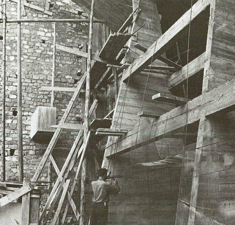 Photo Construction mur Ronchamp Lecture d'une architecture p170c
