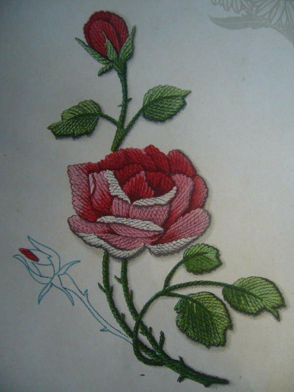 rose. Broderie au passé