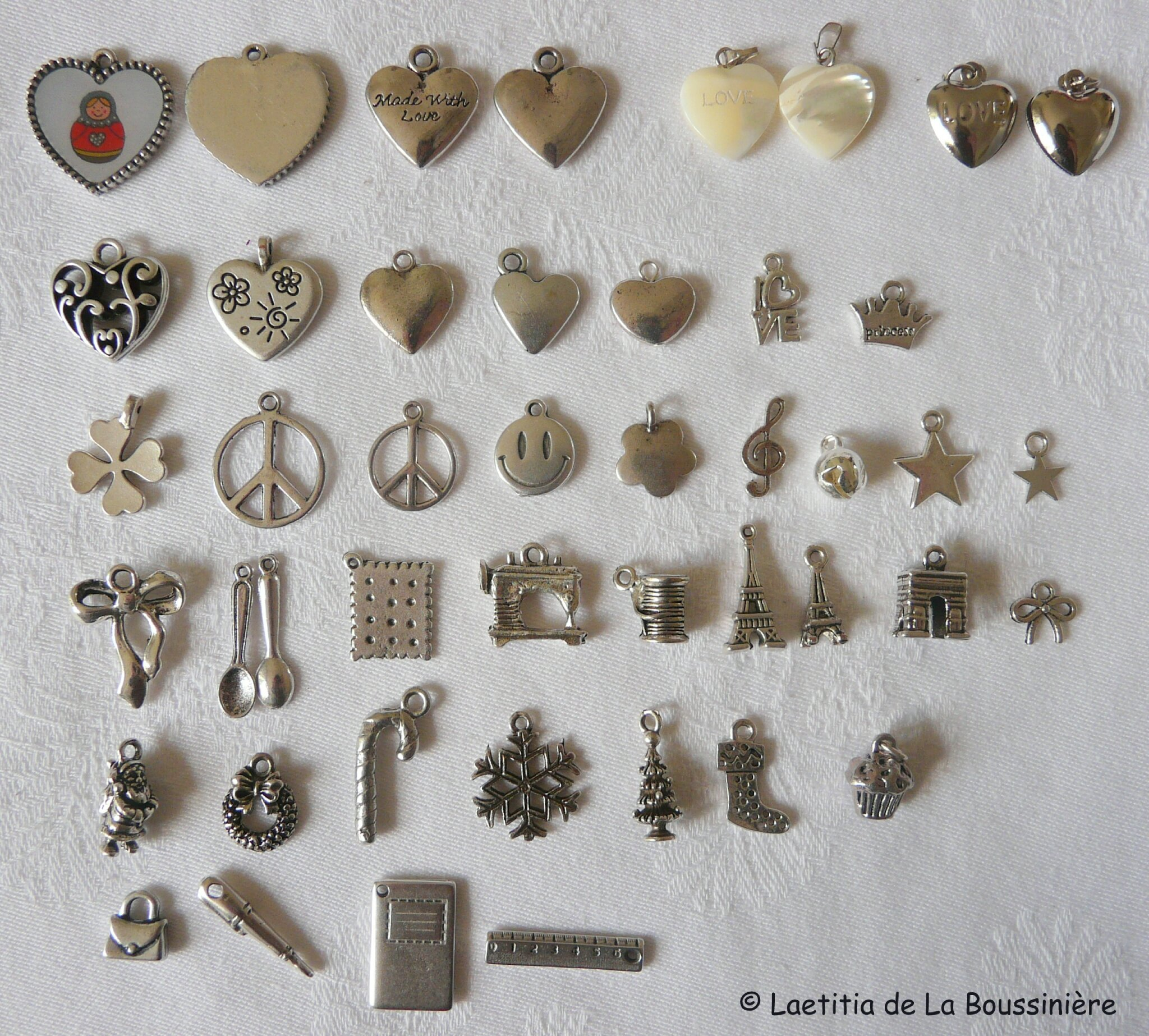 2. Composer votre bijou personnalisé : les breloques en métal (2)