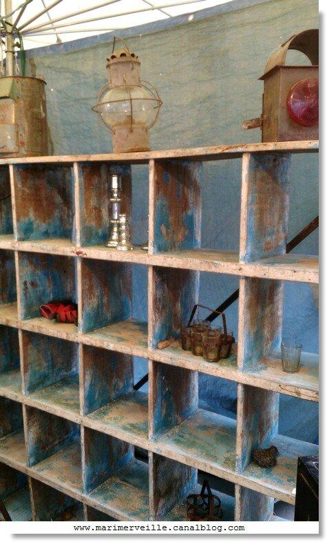 brocante - vieille étagère- marimerveille