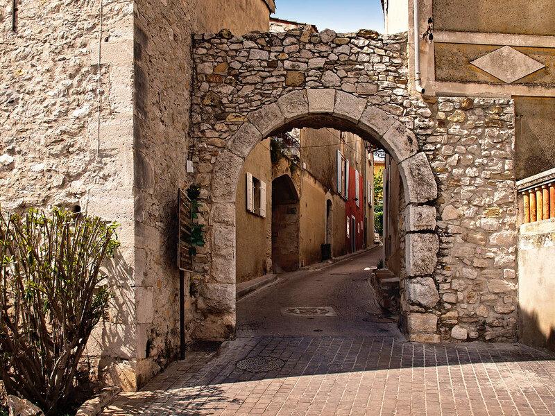 1280px-Le_Castellet-porte