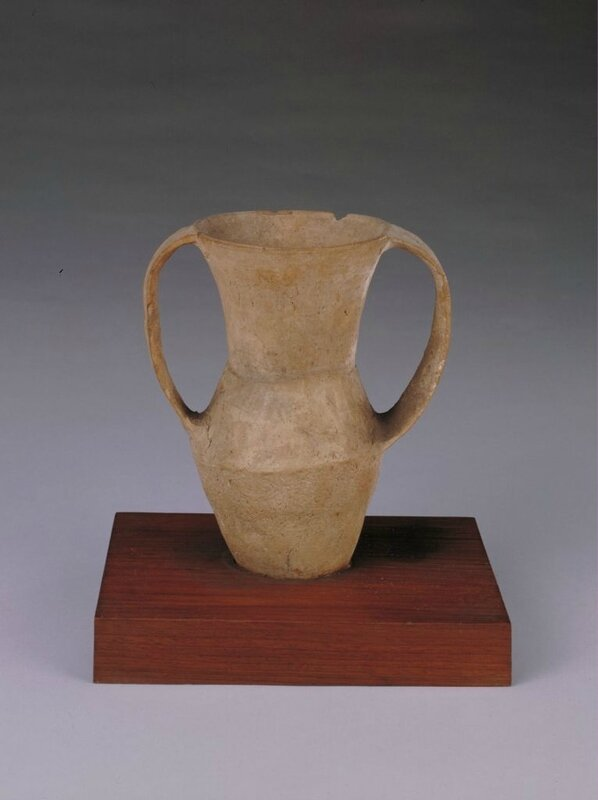 Red pottery ear jar, Neolithic, Qijia culture (2200 BC – 1600 BC), caliber 8cm, foot 4