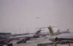 ohare_ufo_cell_phone_pic_11_07_2006