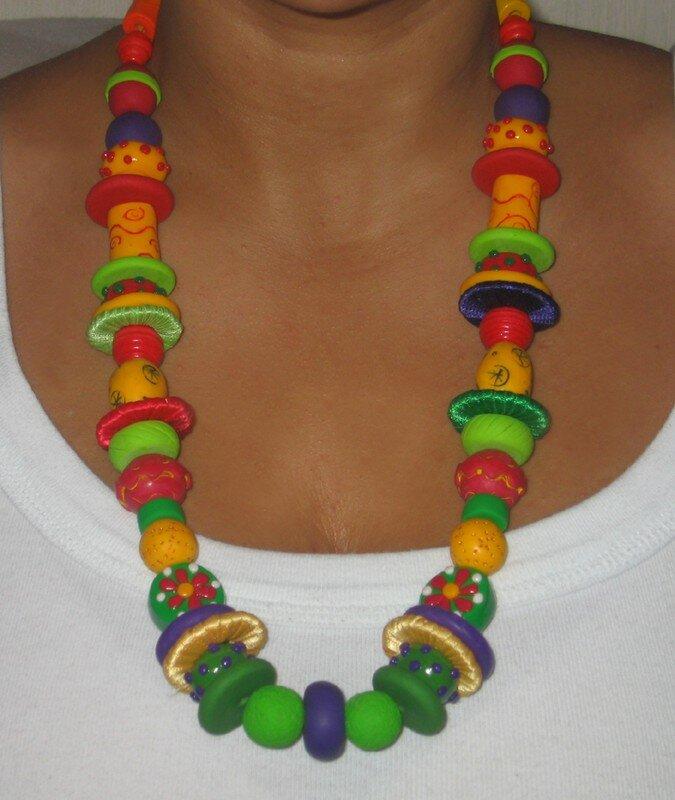 Collier multicolore en fimo et textile