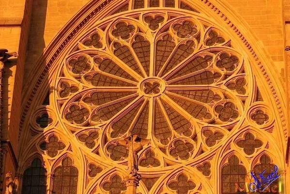 Rosace de l'église de Saint Sulpice d'Arnoult (17)