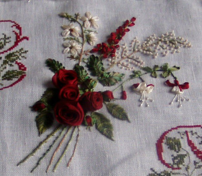bouquet, rubans et fils de soie et d'organdi