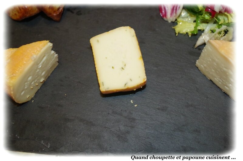 pommes de terre soufflées, salade verte et fromages-3751