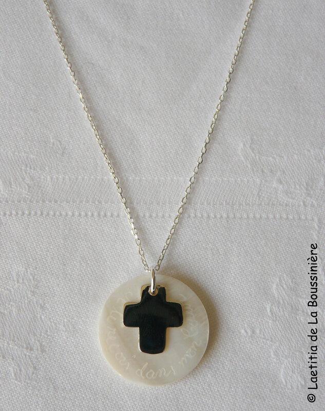Collier de Communion (Croix 17 mm) sur chaîne argent massif - 44 €