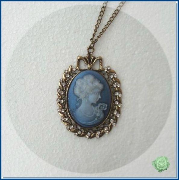 Pendentif Style Vintage Camée La Reine Bleue Métal Couleur Bronze