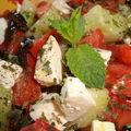 ¤¤¤ salade grecque : féta, concombre, tomates et olives noires