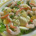 Salade fraîche aux crevettes , ananas et œufs durs, et sa sauce moutarde