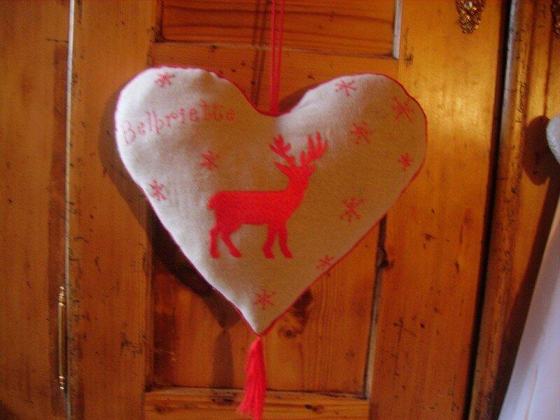 coeur brodé rouge