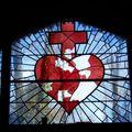 Le vitrail brisé de l'oratoire (état en 2008)