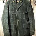 Ancienne veste de garde-chasse en velours grosse cotes west-land / boutons vénerie