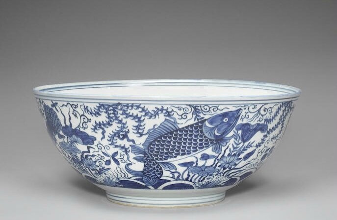 A large blue and white 'fish' bowl, Late 16th century