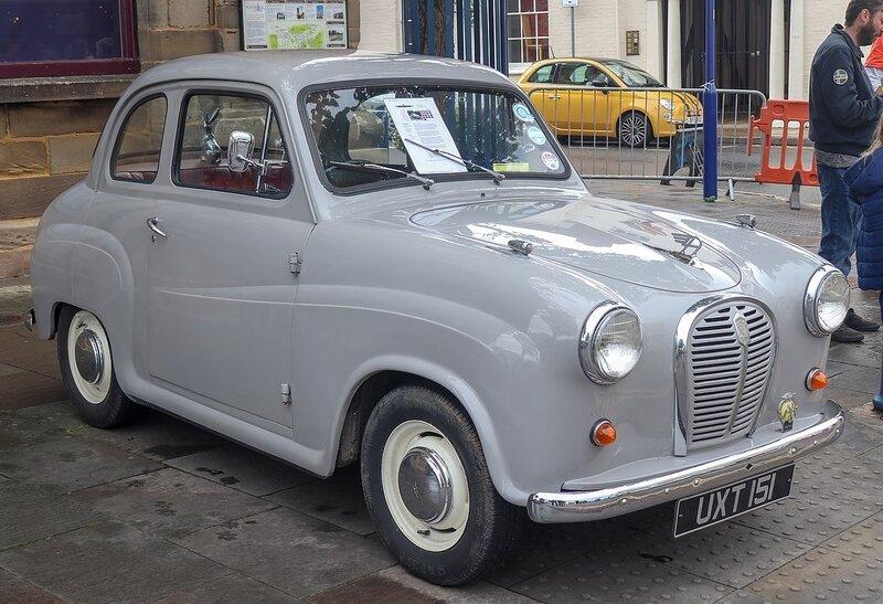 1280px-1958_Austin_A35_Front