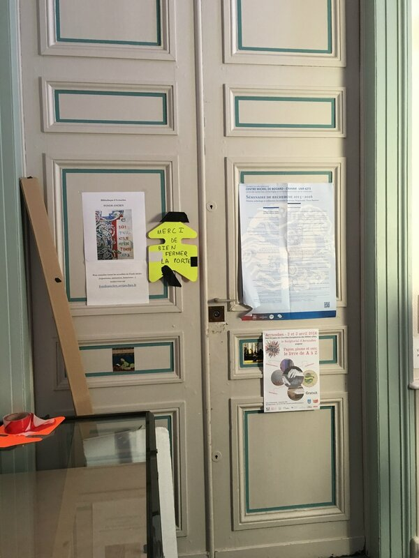 tournage série TV les Témoins Avranches 19 mars 2016 entrée du fonds anciens mairie
