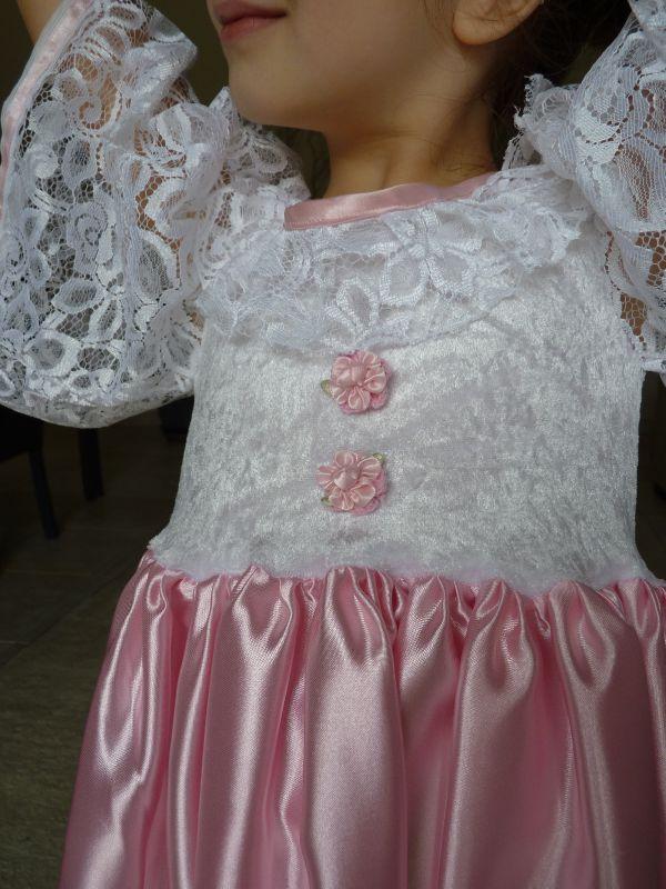 Robe rose et blanche