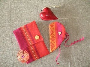 POCHETTE___RANGE_EPINGLE_ORANGE_FUSHIA_FERME