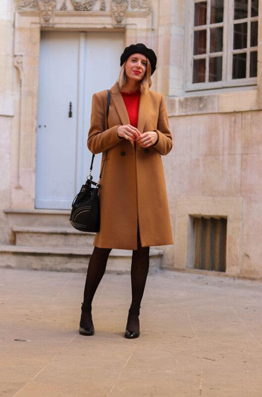 Pull volanté rouge et long manteau camel (2)
