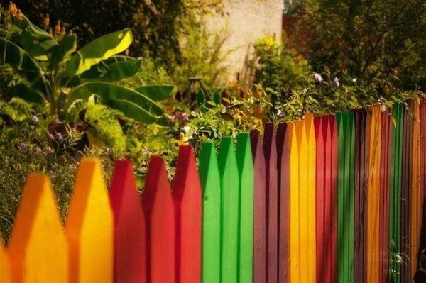 clôture-jardin-design-ihabituel-couleurs-différéntes