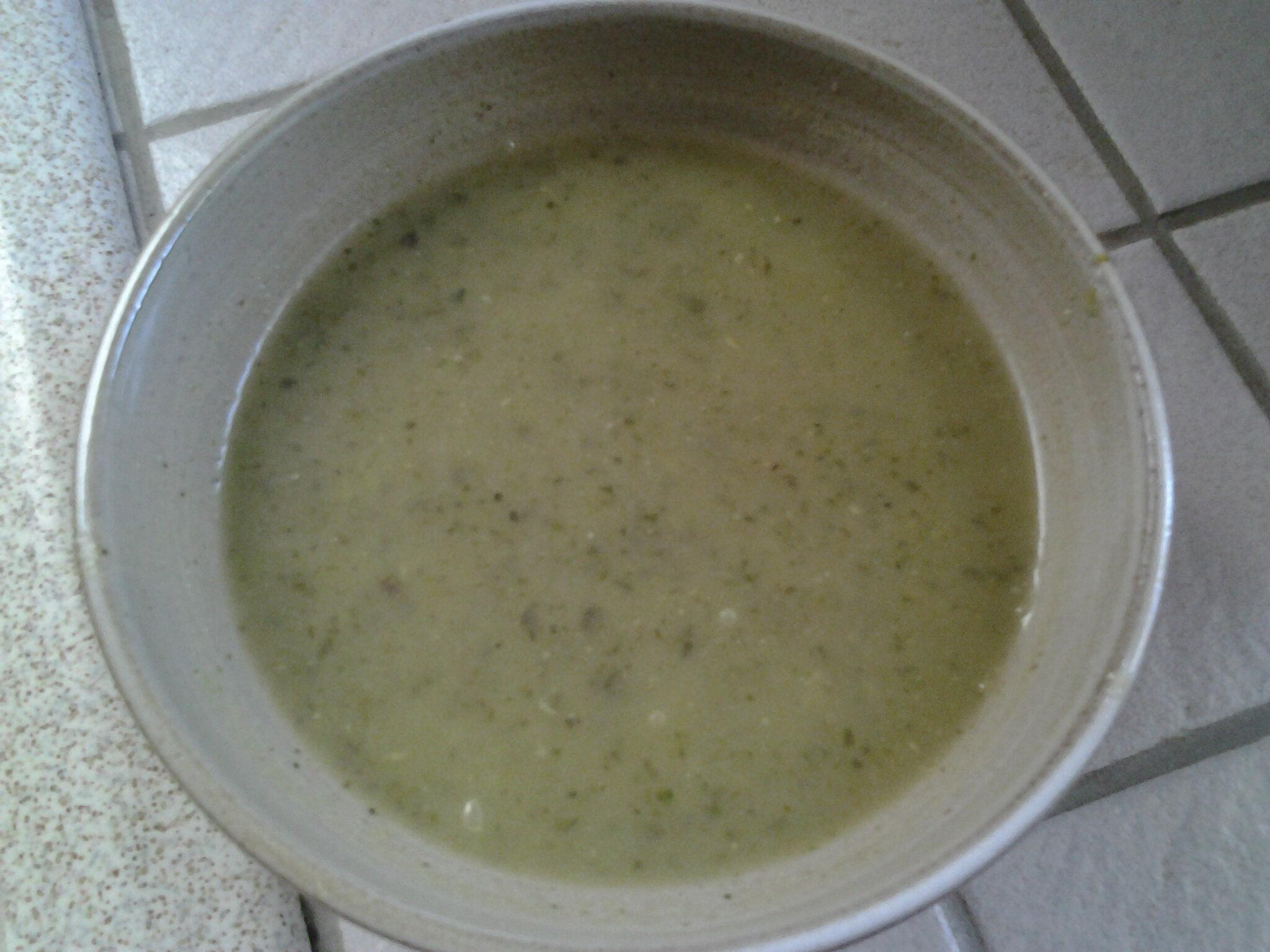 Soupe de courgettes à la menthe et feta