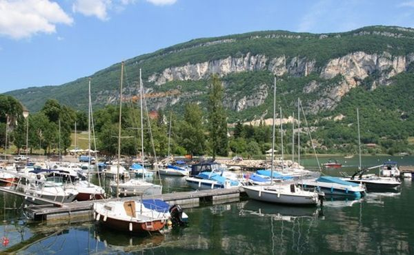 """Résultat de recherche d'images pour """"port de chatillon sur lac du bourget vu d avion"""""""