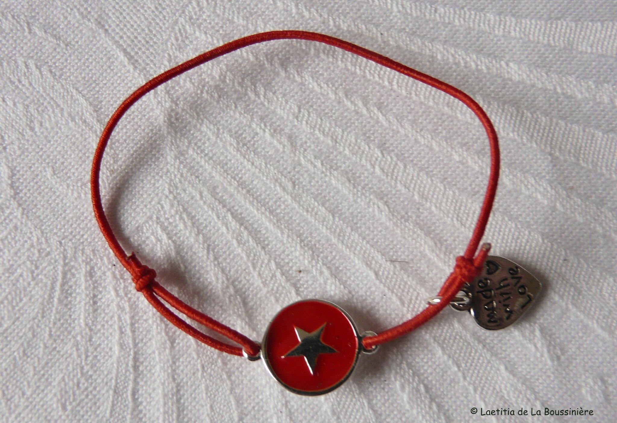 Bracelet Star rouge sur fil élastique rouge