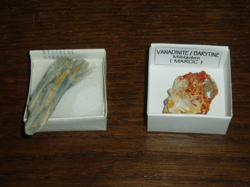 Vanadinite/Barytine (Maroc) et Dysthène (Brésil)