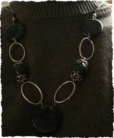 collier_noir_gris_clay_gun