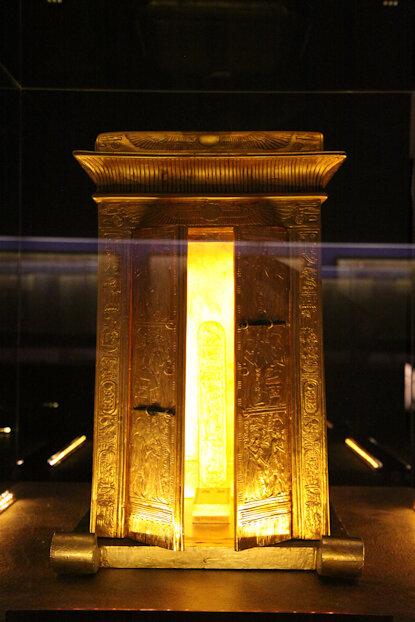 071-20120821_0114-Chapelle avec bas-relief