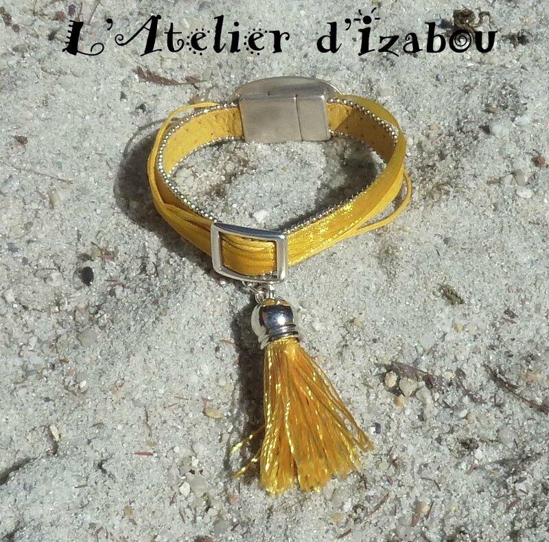 P1220525 bracelet soleil daim bordé de chaîne, coton ciré et organza jaune et pompon