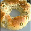 Pain couronne au fromage et olives vertes