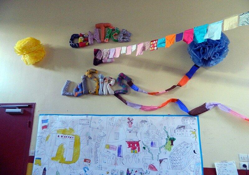 fête centre de loisirs,pompon en papier de soi,guirlande en tissu,activite enfant,vacances avec les enfants 3