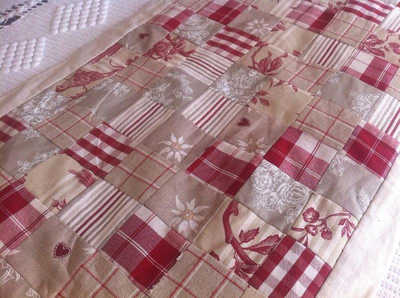 chemin de table patchwork happy do it yourself. Black Bedroom Furniture Sets. Home Design Ideas