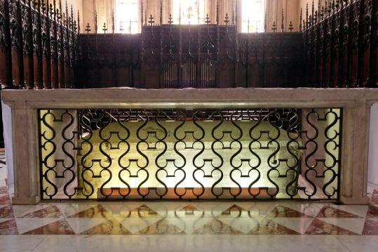 Basilique St Seurin, le choeur, tombeau de St Seurin