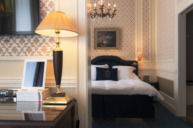 heritage-rooms-ipad-lamp-bed-view3-lres