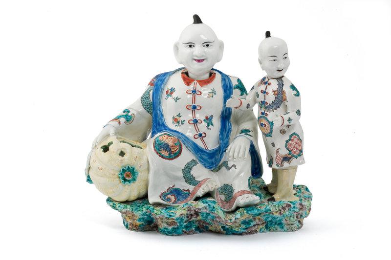 Pot-pourrideux-magots-tetes-branlantes-Porcelaine-tendre-Chantilly-decor-polychrome-email-stannifere-Manufacture-Chantilly-1735-1740_0_1400_933