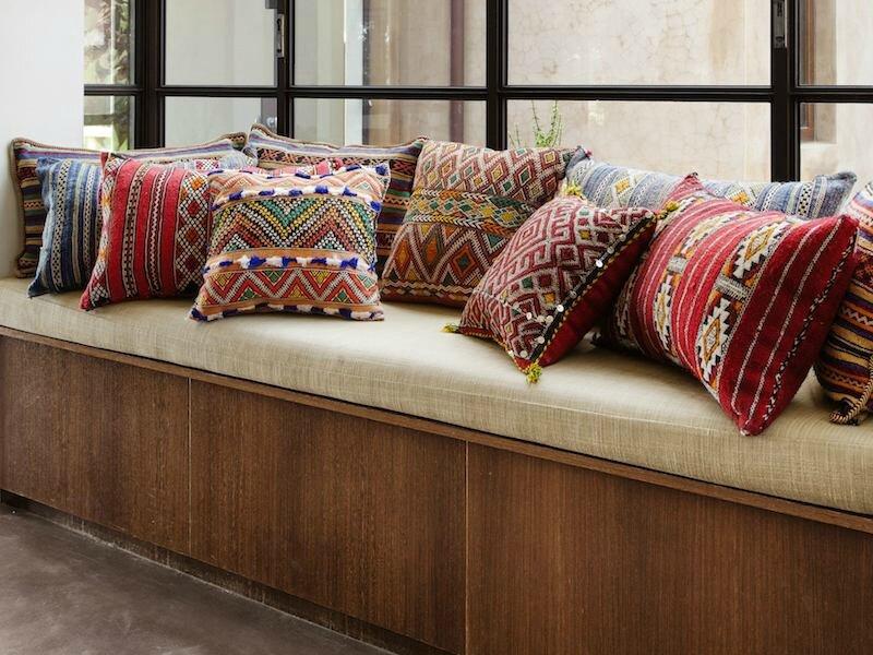 coussins-déco-ethniques-motifs-exotiques-simili-kilim-oriental