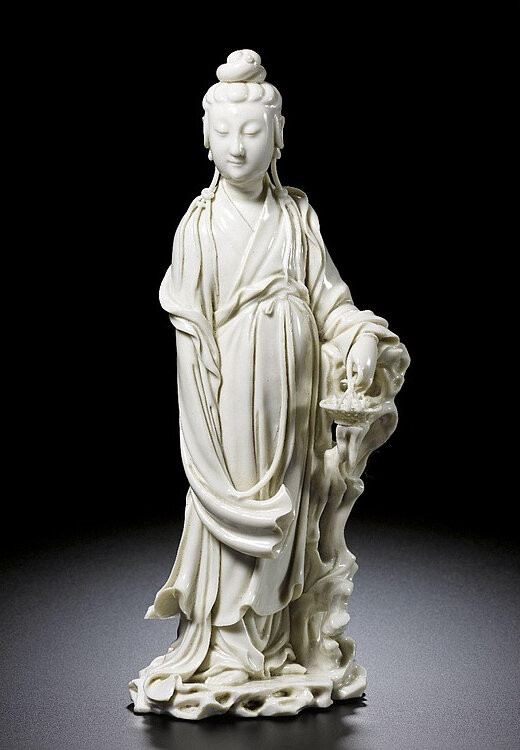 A Dehua figure of a standing Guanyin, Qing dynasty, 18th century
