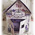 Une maisonnette couleur lavande