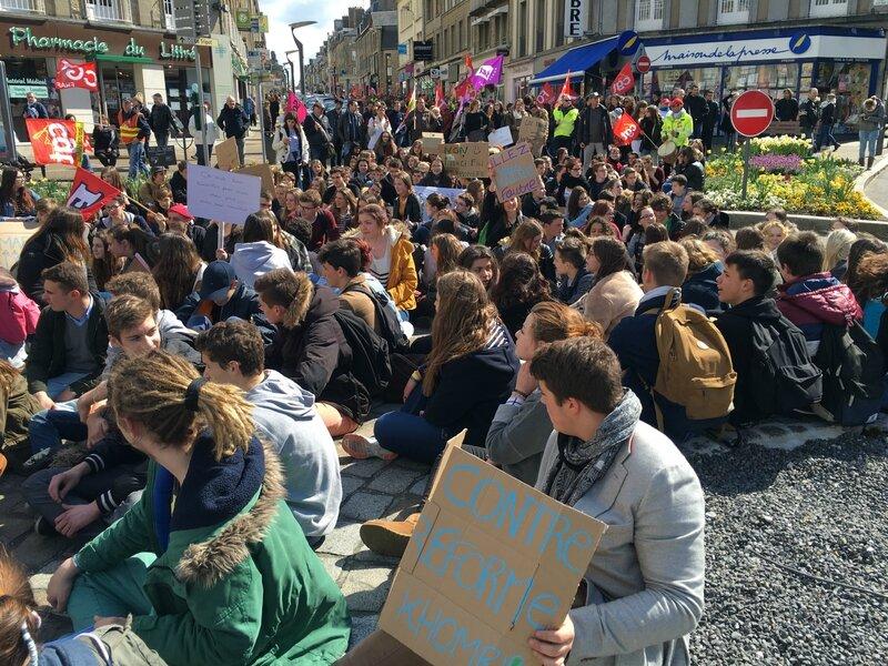manifestation loi travail Avranches 31 mars 2016 lycéen défilé cortège place Littré sitting