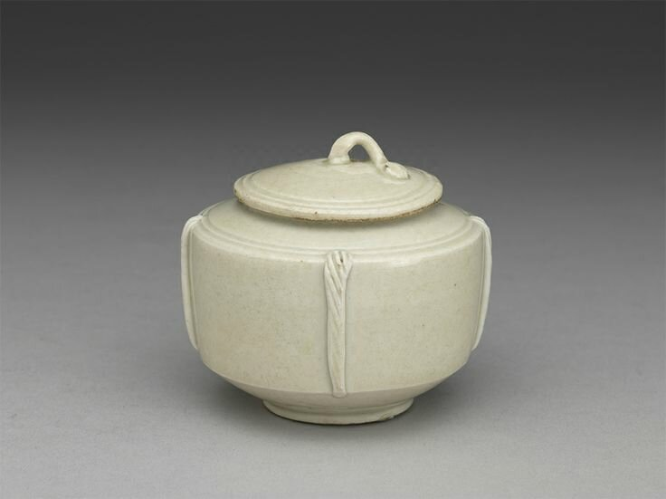 Covered jar with rope motif, Ding ware, Late Tang dynasty to Five Dynasties period, 10th century © National Palace Museum