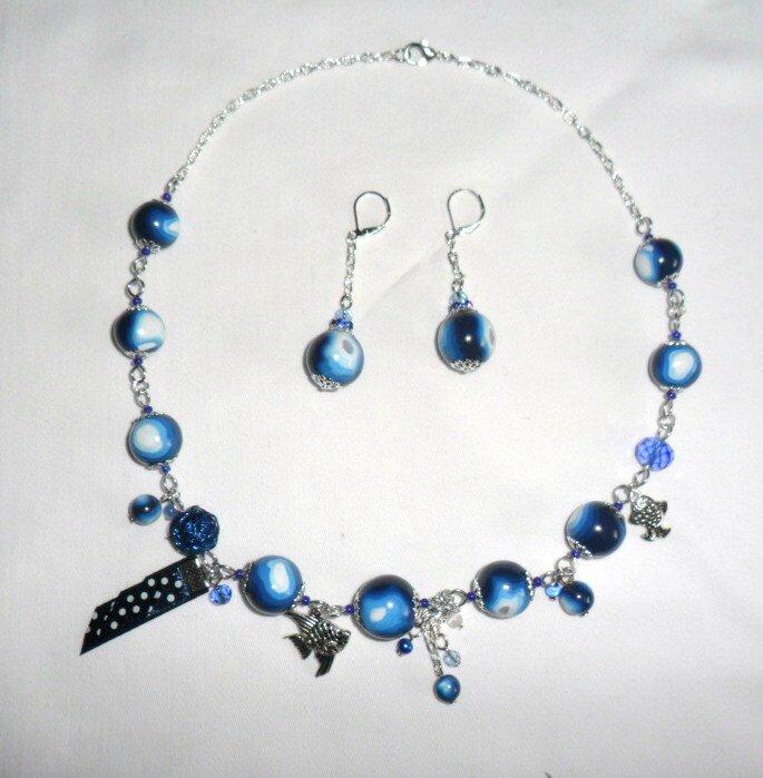 bleu blanc collier poisson 2-3