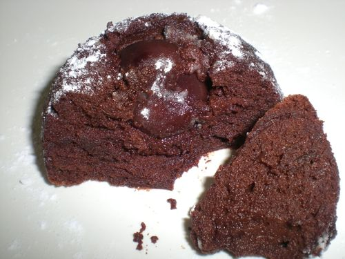 Domes moelleux au chocolat et sa cerise