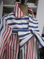 Ciré AGLAE en coton enduit écru rayé rouge et indigo fermé par un noeud dasn le même tissu (5)