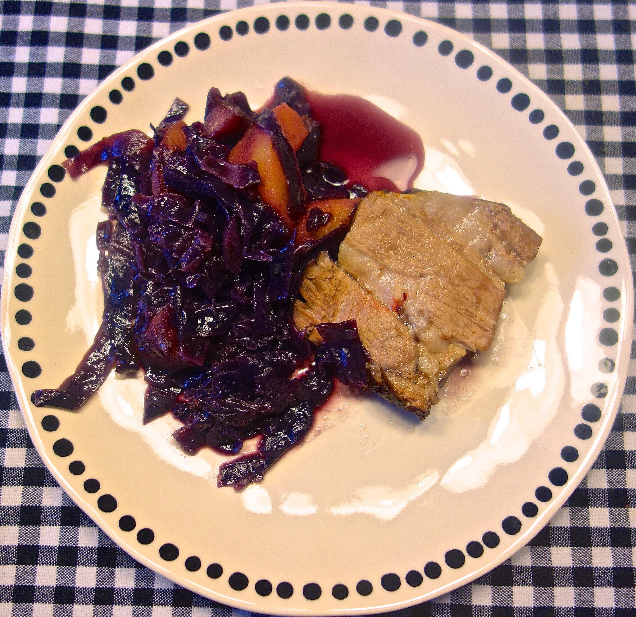 Roti De Porc Dans L Echine Chou Rouge Aux Pommes Menus Propos