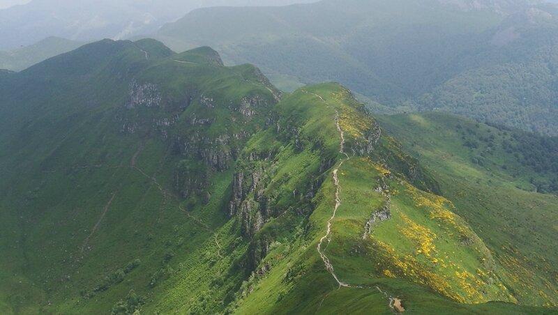 Puy Mary, vue sur le Puy de Peyre Arse